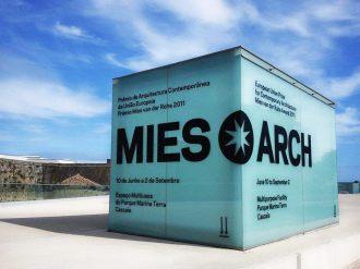 """Decoração de estrutura para a Exposição """"Mies Arch"""""""