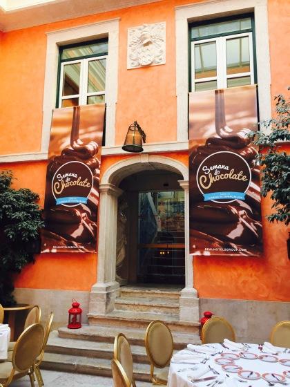 Telões para entrada da Semana do Chocolate do Hotel Real.